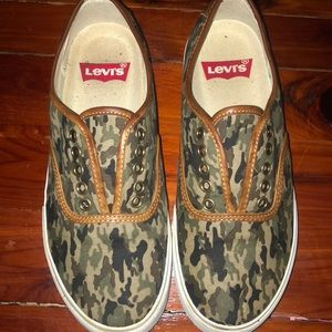 Levi's camo canvas sneakers!